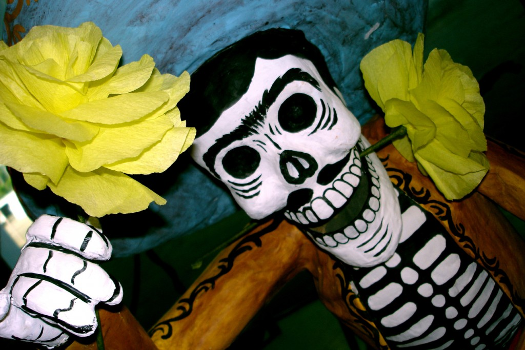 In the month coming up to the Day of the Dead, it is common to find stores and markets selling flowers, pottery, masks and decorations